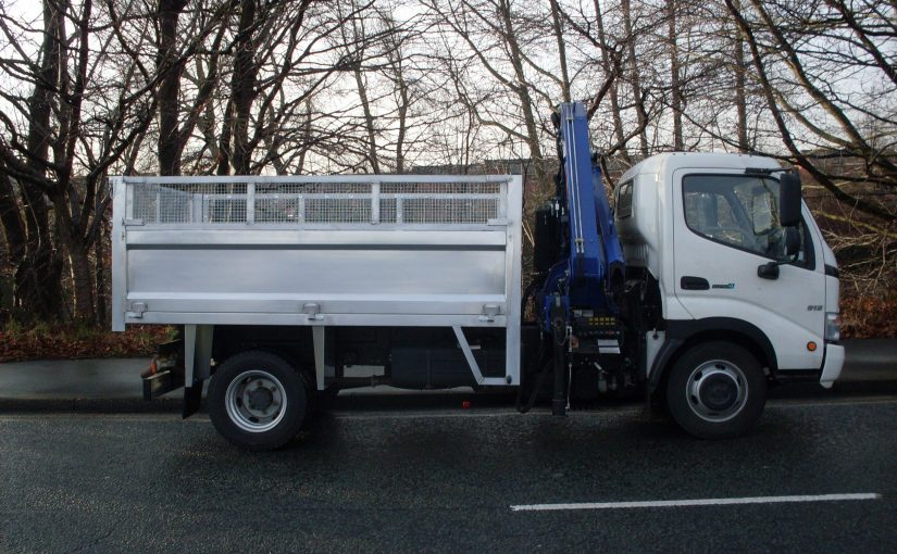 Pressed aluminium tipper with crane