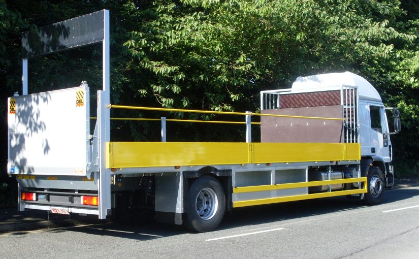 Dropside with tail lift
