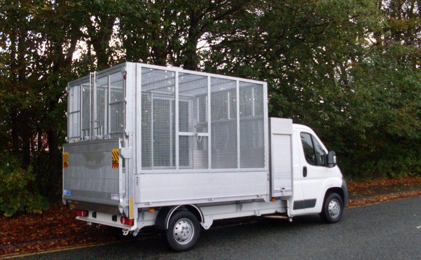 Aluminium underfloor tipping body, mesh cage